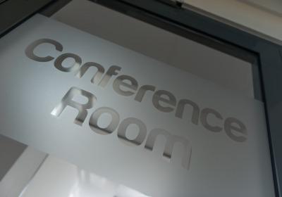 Konferenciák és képzések